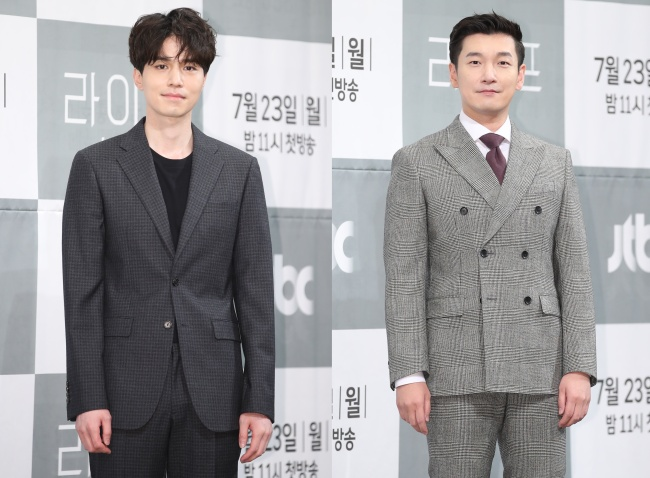 Lee Dong-wook (left) and Cho Seung-woo pose separately for photos during a media event Monday at Imperial Palace Hotel in southern Seoul. (Yonhap)