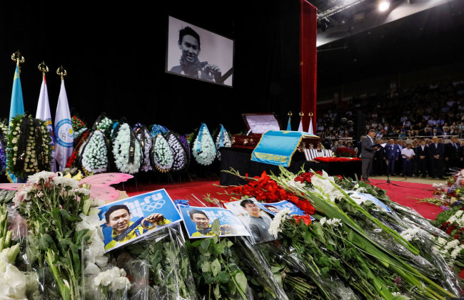 Pictures and flowers are placed during the memorial service before the funeral of assassinated Kazakhstan's Olympic figure skater Denis Ten in Almaty, Kazakhstan July 21, 2018. (Yonhap)