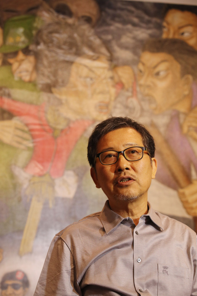 """Artist Hong Sung-dam speaks in front of """"Sewol Owol"""" during a press conference at Insa Art Center on Thursday. (Yonhap)"""
