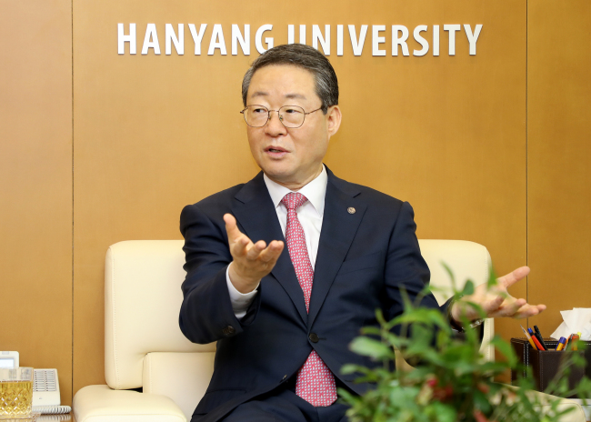 Hanyang University President Lee Young-moo speaks to The Korea Herald at his office in Seoul on July 29. (Hanyang University)