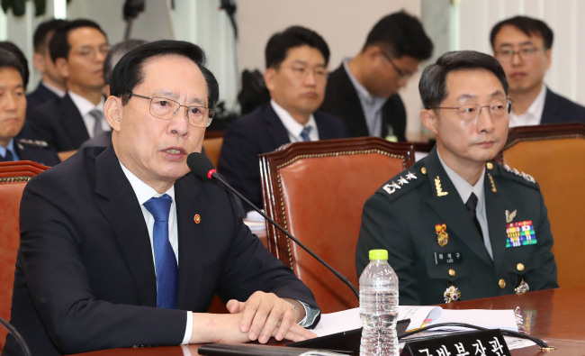 Defense Minister Song Young-moo (L) (Yonhap)