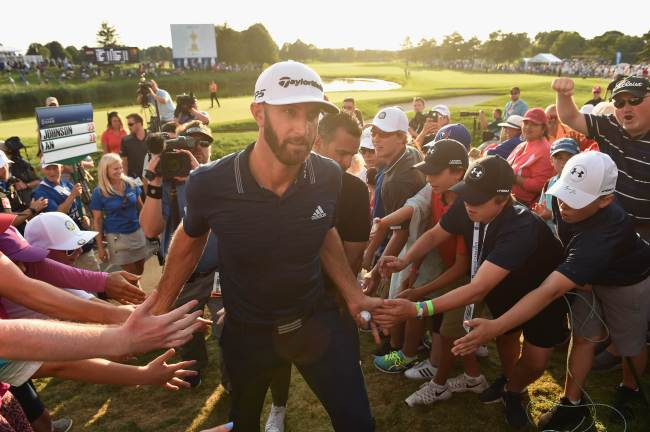 Dustin Johnson celebrates his winning putt on the 18th hole by greeting fans Adam Scott of Australia Harris English exits the course during the final round at the RBC Canadian Open at Glen Abbey Golf Club on July 29 in Oakville, Canada. (AFP-Yonhap)