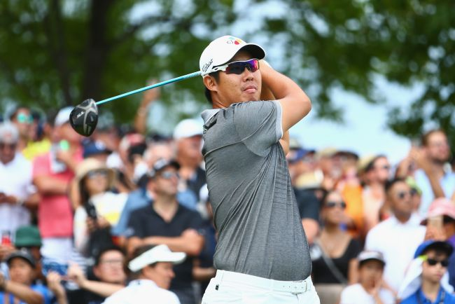 An Byeong-Hun of Korea plays his shot from the first tee during the final round at the RBC Canadian Open at Glen Abbey Golf Club on July 29 in Oakville, Canada. (AFP-Yonhap)
