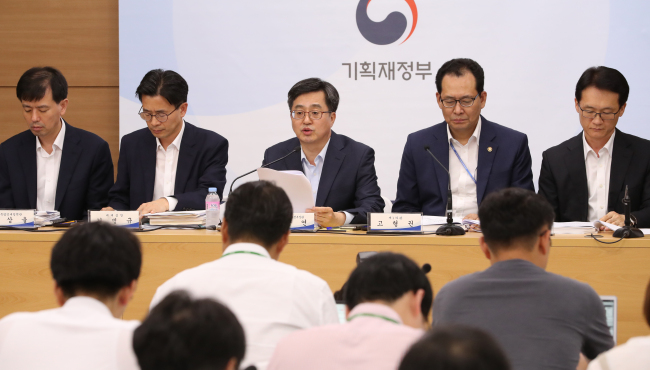 Finance Minister Kim Dong-yeon (center) announces the tax code revision at the Sejong Government Complex on Thursday. (Yonhap)