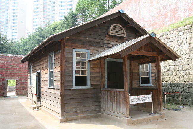 An execution site at the compound's south corner (Seodaemun Prison History Hall)