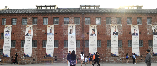 A wall of a building at Seodaemun Prison has banners illuminating the lives of Korea's independence and freedom fighters. (Seodaemun District Office)