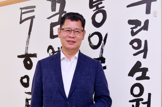(Kim Yeon-chul, head of the state-run Korea Institute for National Unification, speaks during an interview with The Korea Herald at his office in southern Seoul on July 25. (Park Hyun-koo/The Korea Herald)