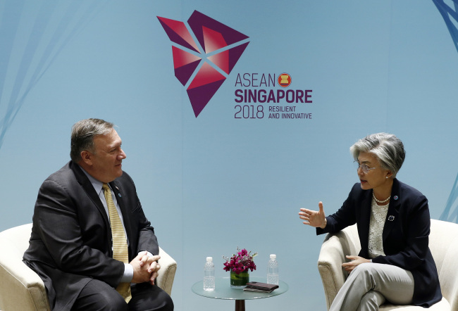 US Secretary of State Mike Pompeo, left, meets South Korea`s Foreign Minister Kang Kyung-wha on the sidelines of the 51st ASEAN Foreign Ministers Meeting in Singapore, Saturday, Aug. 4, 2018. (AP-Yonhap)