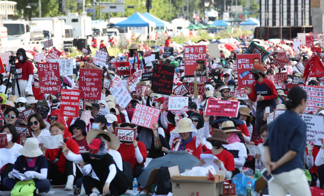 Women protesters participate in a rally in central Seoul on Saturday, calling for stricter measures to combat spy-cam pornography in the country. (Yonhap)