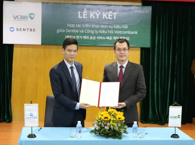 Sentbe CSO Lee Jae-young (left) and VCBR CEO Trinh Hoai Nam (Sentbe)