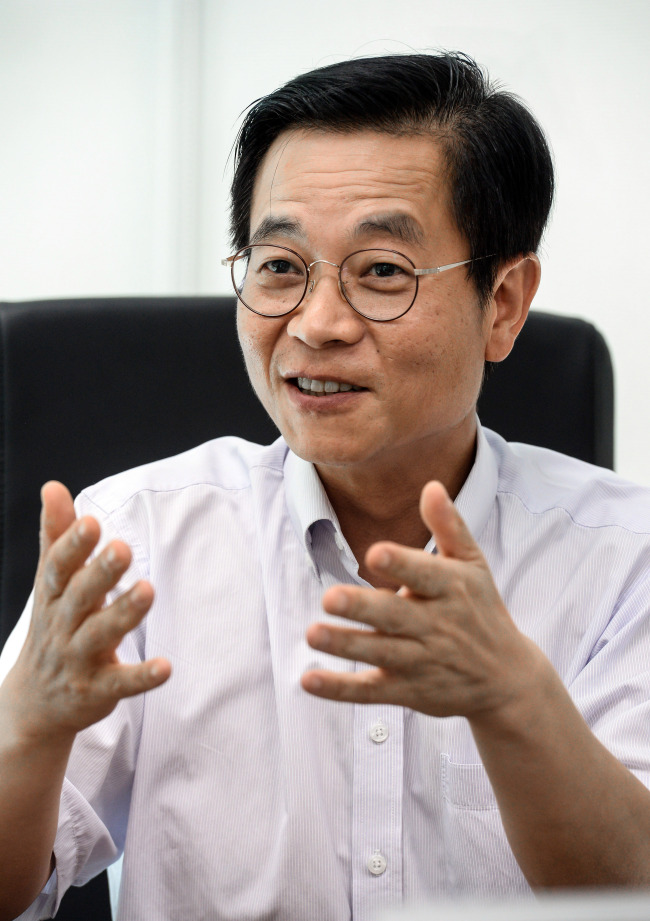 Kim Sae-hoon, vice president of Hyundai Motor's fuel cell group, speaks at an interview with The Korea Herald at his office in Yongin, Gyeonggi Province. (Hyundai Motor)