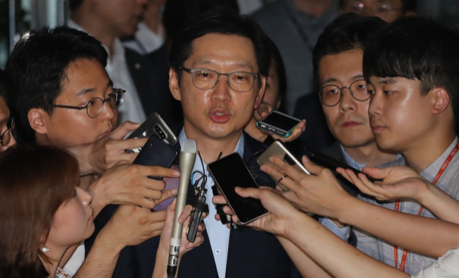 South Gyeongsang Province Gov. Kim Kyoung-soo speaks to reporters after leaving the special counsel`s office in Seoul on Friday. (Yonhap)