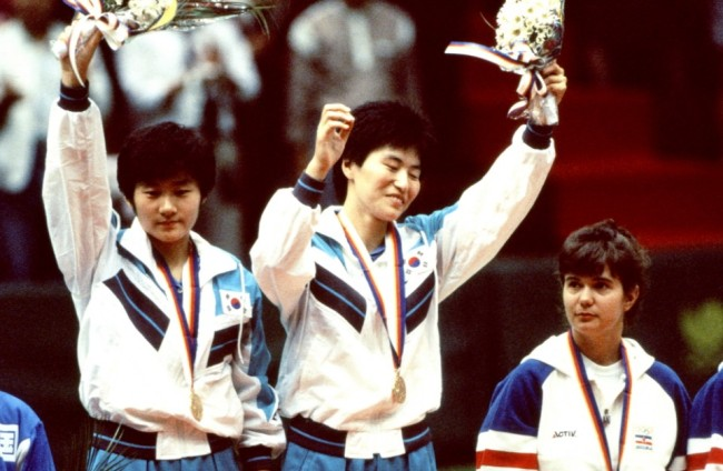 Hyun Jung-hwa (right) and Li Pun-hui (left)at the 1991 World Championships in Chiba, Japan. (Provided by Hyun Jung-wha)