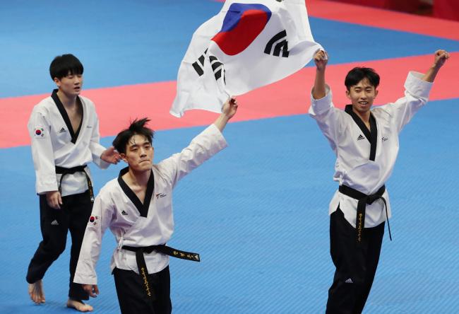 The men`s team of Han Yeong-hun, Kang Wan-jin and Kim Seon-ho (Yonhap)