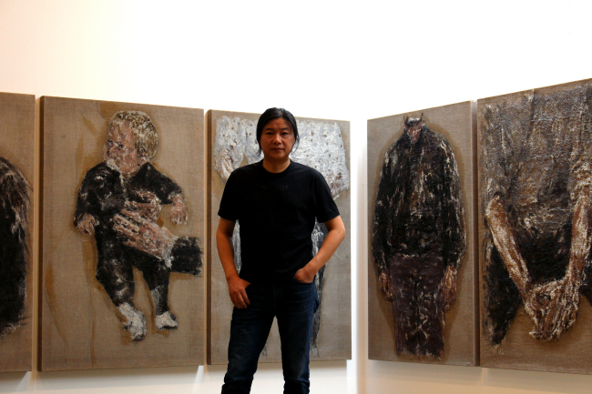 Ma Liuming poses for photographs at Hakgojae Gallery in Seoul, Friday. (Hakgojae Gallery)