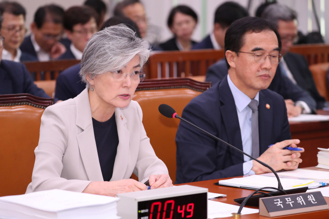 Foreign Minister Kang Kyung-wha(left) and Unification Minister Cho Myung-kyun. Yonhap