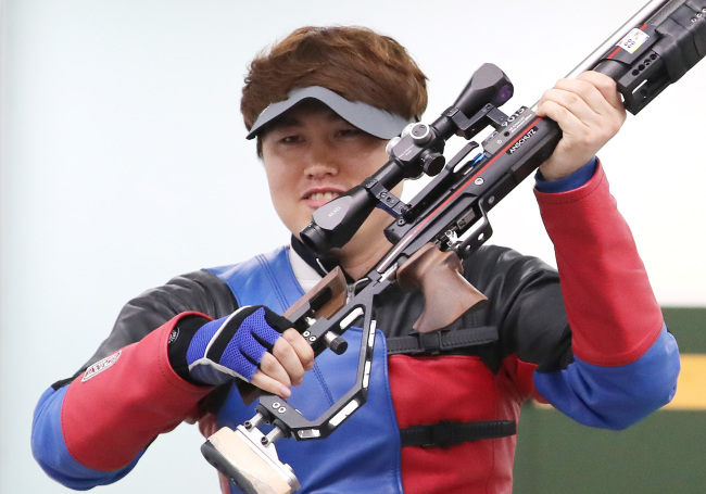 South Korean shooter Jeong You-jin poses at Jakabaring Sport City Shooting Range in Palembang, Indonesia, the co-host city of the Asian Games with Jakarta, where he won a gold medal in the men's 10-meter running target event. (Yonhap)