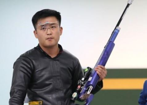 North Korean shooter Pak Myong-won competes in the men`s 10-meter running target mixed competition at the 18th Asian Games, in Palembang, Indonesia, on Aug. 25, 2018. (Yonhap)