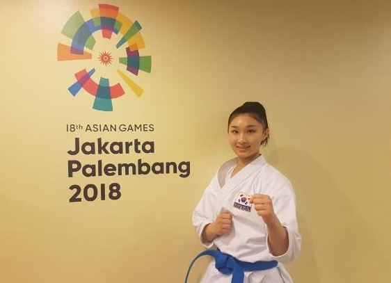 South Korean karate practitioner Wong Ada poses for a photo after finishing the women`s kata competition at the 18th Asian Games at Jakarta Convention Center in Jakarta on Aug. 25, 2018. (Yonhap)
