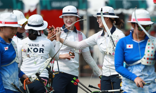 Members of the South Korean women's compound archery team celebrate their victory over Iran in the semifinals at the 18th Asian Games at GBK Archery Field in Jakarta on sunday. (Yonhap)