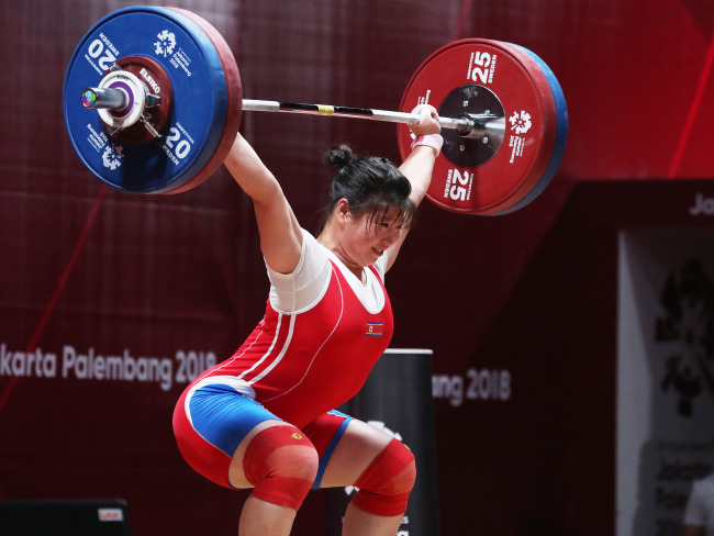 North Korea's Rim Jong-sim lifts a barbell in the women's 75-kilogram division weightlifting competition at the 18th Asian Games at Jakarta International Expo Hall A in Jakarta on Aug. 26, 2018. (Yonhap)