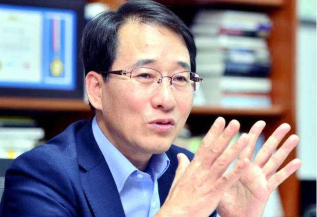 Rep. Lee Won-wook of the ruling Democratic Party (Park Hyun-koo/The Korea Herald)