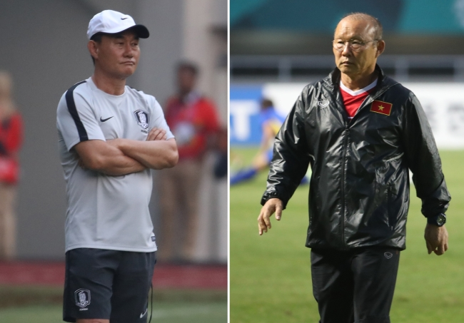 Kim Hak-beom (left) and Park Hang-seo. Kim is the head coach for the South Korean soccer team while Park is for the Vietnamese team. (Yonhap)