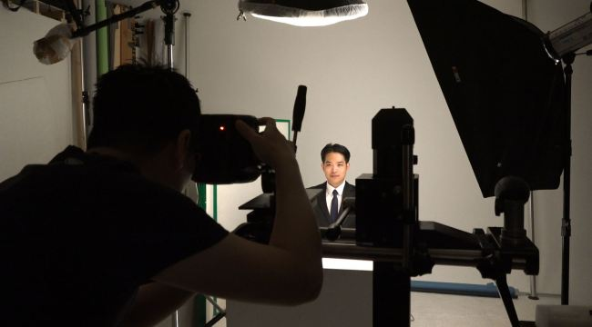 Park Chang-wook, 27, has a portrait photo taken for his future job applications in Korea. (Lim Jeong-yeo/The Korea Herald)