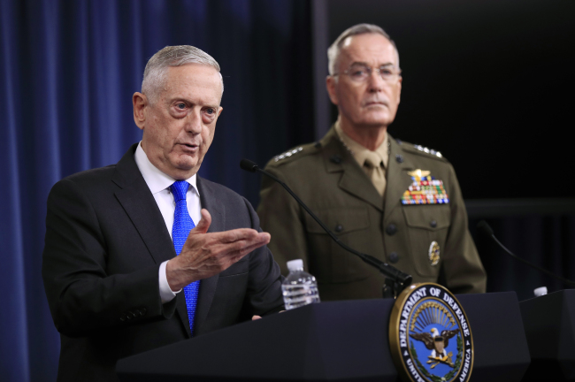 Secretary of Defense Jim Mattis, left, and chairman of the Joint Chiefs of Staff, Marine Gen. Joseph Dunford, speak to reporters during a news conference in Washington on Tuesday. (AP-Yonhap)