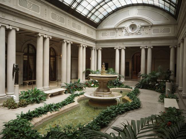 The Frick Collection's Garden Court (Joel Lee/The Korea Herald)