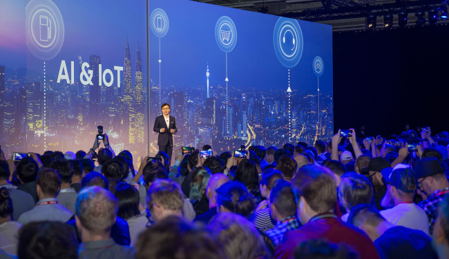 CEO Kim Hyun-suk presents Samsung's vision for artificial intelligence and the internet of things, during a press conference at City Cube Berlin on Thursday. (Samsung Electronics)