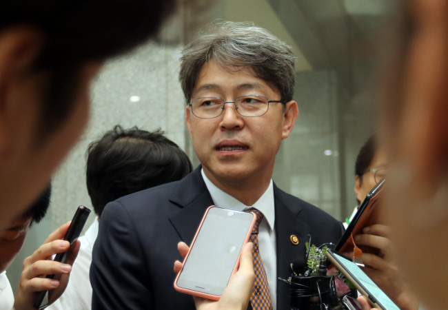 Statistics Korea Commissioner Kang Shin-wook answers reporters' questions on Aug. 28 after his inauguration ceremony at Sejong Government Complex. (Yonhap)