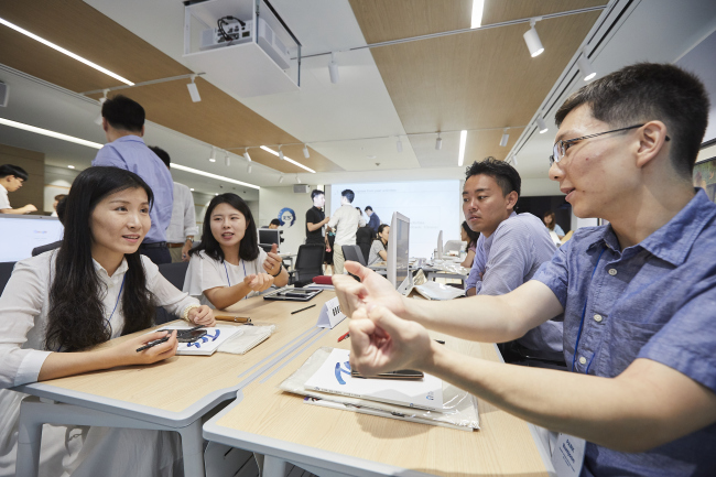 Participants discuss their proposal at the Regenerate China, Japan, Korea entrepreneurship competition in Seoul on Aug. 25. (Trilateral Cooperation Secretariat)