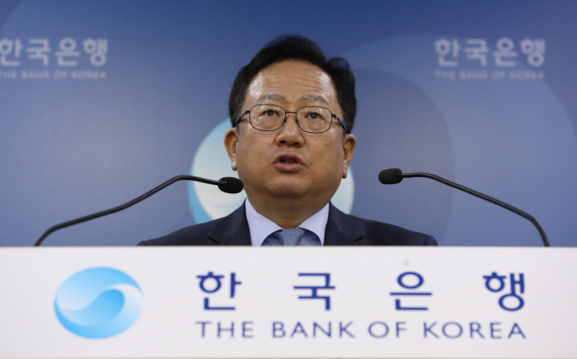 A senior official of the Bank of Korea's Economic Statistics Department on Thursday delivers a brief concerning the country's current account balance for July. (Yonhap)