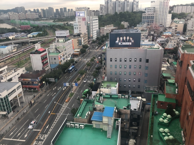 A bird's eye view of Noryangjin's arterial boulevard. (Lim Jeong-yeo / The Korea Herald)