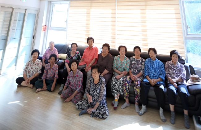 A group of elderly women spend time at a community center in Busan. (Yonhap)
