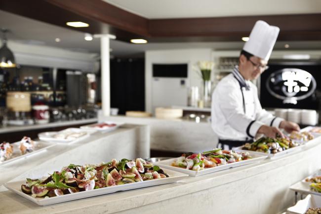 New buffet menu items are prepared for the autumn season (Eland Cruise)