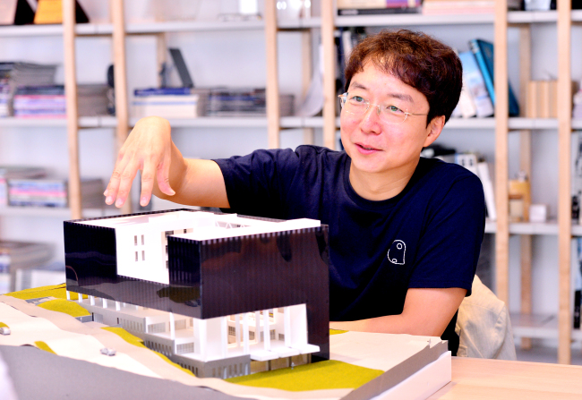 Professor Yoo Hyun-joon discusses the library at Chungwoon University, which he designed, during an interview with The Korea Herald at his architectural firm in southern Seoul. (Park Hyun-koo / The Korea Herald)