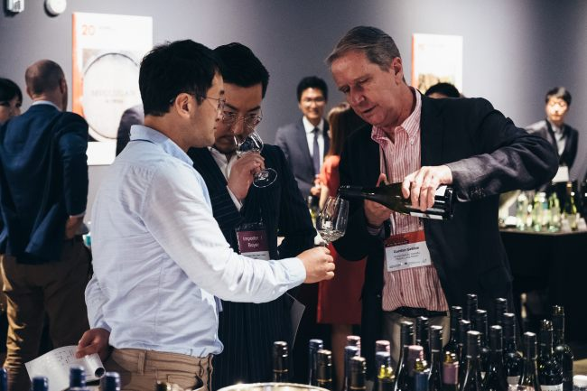 Participants sample an Australian wine at the Australian Wine Grand Tasting 2018 event at Le Meridien Hotel in Seoul on Thursday. (Austrade)
