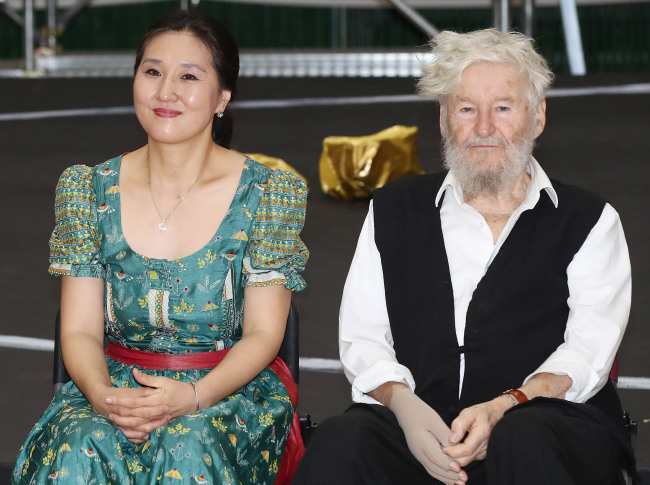German opera director Achim Freyer (right) and Esther Lee (left), president of World Art Opera, speak at a press conference held at the Namsan Creative Center in Seoul on Wednesday. (Yonhap)