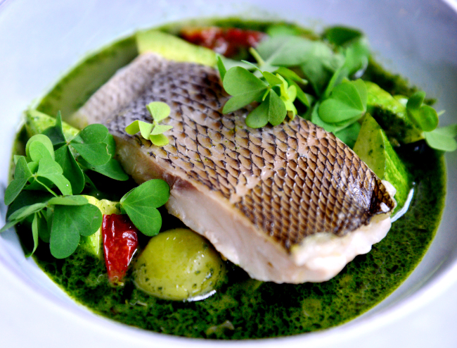 A pesto made with licorice-like Korean mint and parsley adds a perfume-like dimension to a fish and clam broth that is paired with delicate fish. (Park Hyun-koo/The Korea Herald)