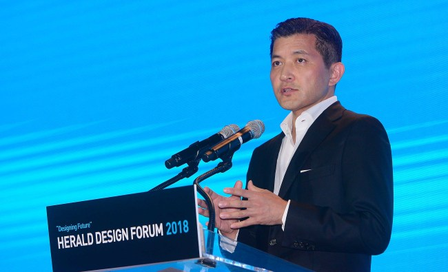 Jungwook Hong, chairman of Herald Corp., delivers an opening address for Herald Design Forum 2018, which kicked off at Dongdaemun Design Plaza in Seoul on Friday. (Lee Sang-sub/The Korea Herald)