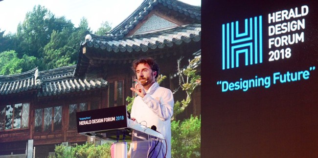 British designer Thomas Heatherwick, founder of Heatherwick Studio, speaks at Herald Design Forum 2018 in Seoul on Friday. (Park Hae-mook/The Korea Herald)