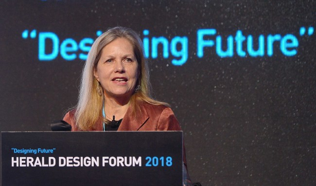 Martha Thorne, executive director of Pritzker Architecture Prize, speaks at the Herald Design Forum 2018, held at Dongdaemun Design Plaza, Saturday. (Lee Sang-sub/The Korea Herald)