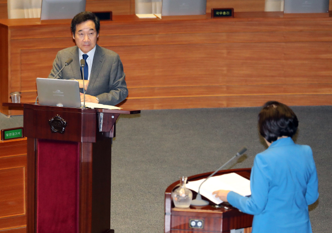 Prime Minister Lee Nak-yon speaks in a parliamentary interpellation on Thursday. (Yonhap)