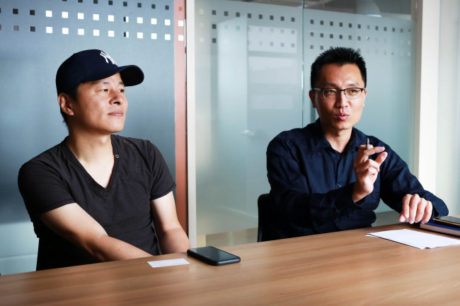 Delusion Studio CEO Kang Moon-chul (left) and Bluehole PNIX Development Manager Yoon Joo-hong (Bluehole)