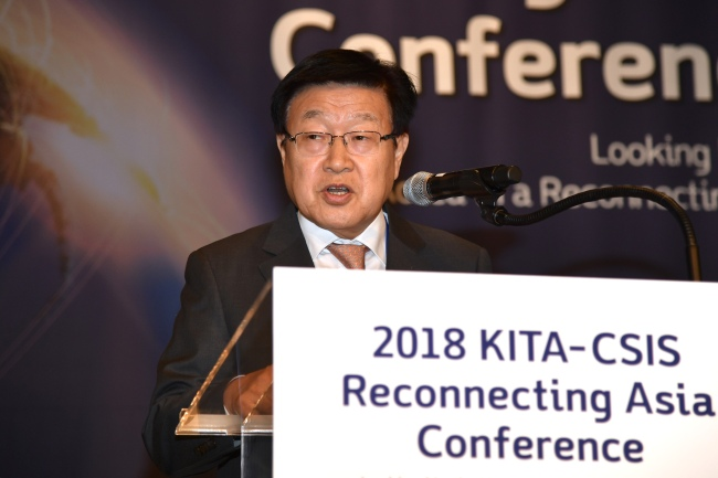 Kim Young-joo, chairman of Korea International Trade Association, delivers welcoming speech at the 2018 KITA-CSIS conference in Seoul on Tuesday. (KITA)