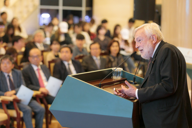 Leading sea ice scientist Peter Wadhams speaks at Peace BAR Festival 2018 at Kyung Hee University in Seoul on Tuesday. (Kyung Hee University)