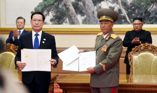 South Korea's Defense Minister Song Young-moo and his North Korean counterpart No Kwang-chol in Pyongyang (Joint Press Corps)