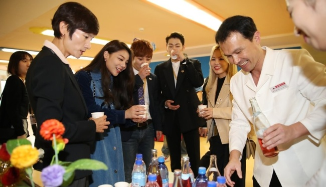 Ailee, Choi Hyun-woo, Zico and Ali at Okryu Children's Hospital. (Joint Press Corp.)